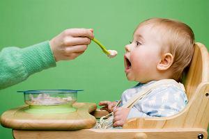 Kaszka kukurydziana dla niemowląt: częsty wybór przy rozszerzaniu diety