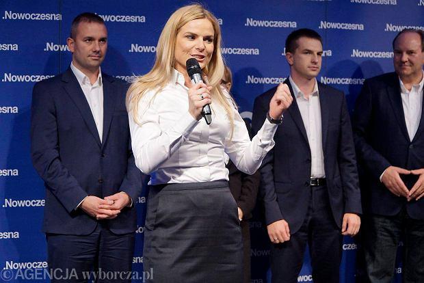 http://bi.gazeta.pl/im/5a/1a/12/z18981210Q,Poznanska-liderka-listy-Nowoczesnej-Joanna-Schmidt.jpg