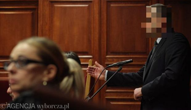 Dr Mirosław G. na sali sądowej