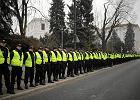 Policja z żandarmerią patrolują ulice Warszawy