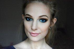 Makijaż w odcieniach zieleni? Idealny dla brązowych oczu. Zobacz, jak stworzyć niebanalne smokey! [PORADNIK]