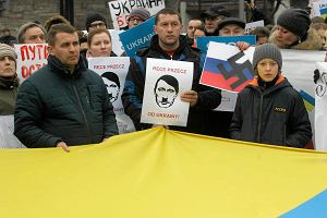 Manifestowali pod ambasad� Rosji. Zamkni�ta by�a Belwederska