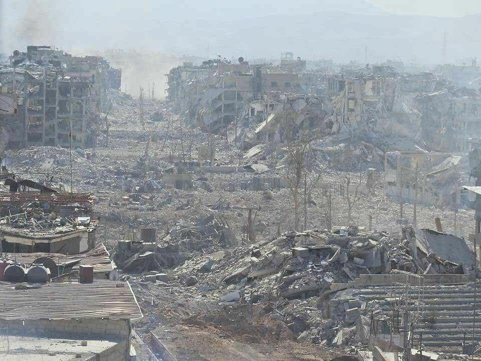 Zniszczenia w palestyńskim obozie Jarmuk pod Damaszkiem