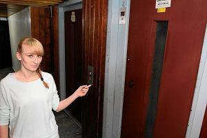 Wroc�aw: winda w wie�owcu zn�w spad�a. Z 3 osobami w �rodku