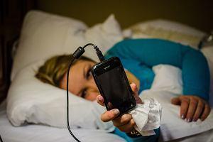 Jak szybko po przebudzeniu zerkamy na ekrany smartfon�w? B�dziecie zaskoczeni