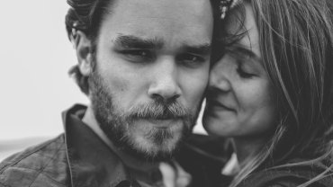 Ludzie uzależnieni od kochania tworzą relacje, które bolą i kaleczą