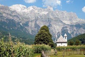 Stolica Lannisterów, kraina bunkrów i tajemnicze góry. Różnorodnie, tanio i ciekawie - tak jest na Bałkanach