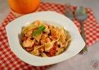 Pappardelle z �ososiem i pomidorami