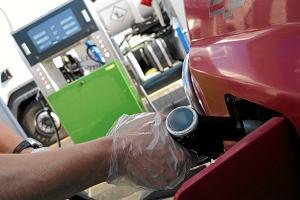 Tankowanie paliwa na stacji benzynowej