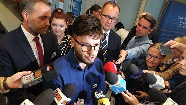 Po rozprawie w Sądzie Apelacyjnym w Lublinie na pytania dziennikarzy odpowiadają formalny organizator Marszu Równości Bartosz Staszewski i rzecznik praw obywatelskich dr Adam Bodnar.
