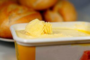 W 2013 roku mieliśmy jeść masło. Teraz - jak twierdzą naukowcy - zdrowsza jest margaryna. Ale nie każda [NOWE BADANIA]