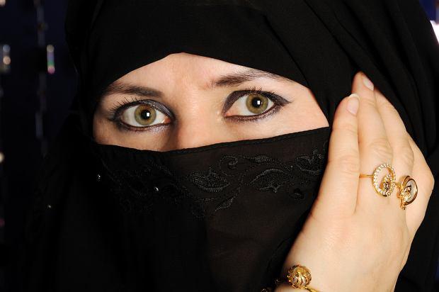 Arabia Saudyjska: wi�zienie i ch�osta za s�owo Bo�e. Nawr�cili dziewczyn� na chrze�cija�stwo, pomogli uciec do Szwecji