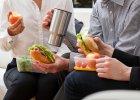 Dieta w pracy: co i kiedy jeść, gdy zostajesz po godzinach?
