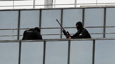 Nowa ustawa daje antyterrorystom prawo do strzelania, by zabić (strzał snajperski)