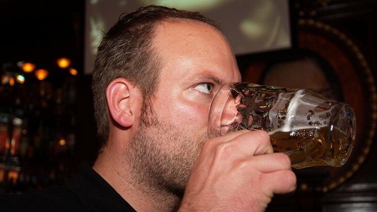 Regularne picie alkoholu jest szkodliwe nawet w małych ilościach