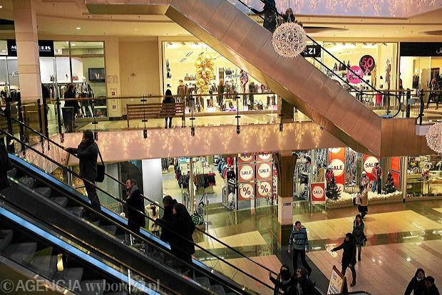 Klienci w centrum handlowym w Bia�ymstoku
