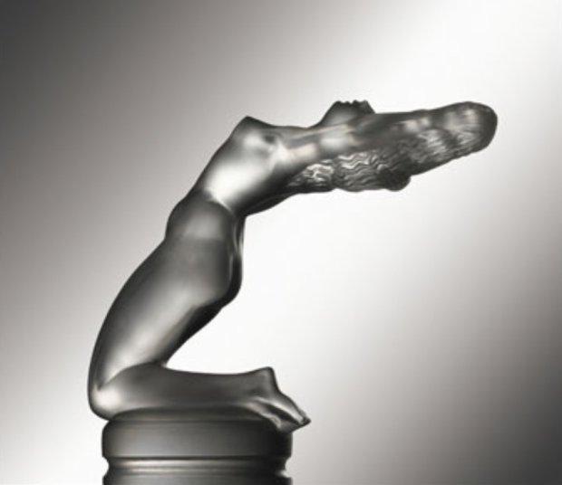 Klęcząca kobieta Rene Lalique
