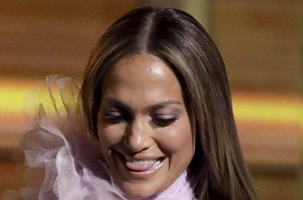 Jennifer Lopez na gali rozdania prestiżowych nagród Grammy zachwyciła kreacją. Była jedną z najlepiej ubranych gwiazd!