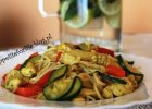 Makaron po chińsku z kurczakiem i warzywami - Zdjęcia