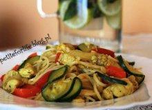Makaron po chińsku z kurczakiem i warzywami - ugotuj