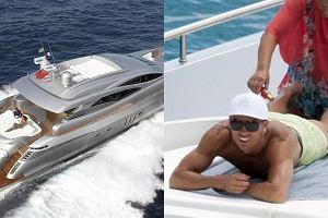 Cristiano Ronaldo regeneruje si�y po wyczerpuj�cym sezonie p�ywaj�c u wybrze�y Ibizy luksusowym jachtem.