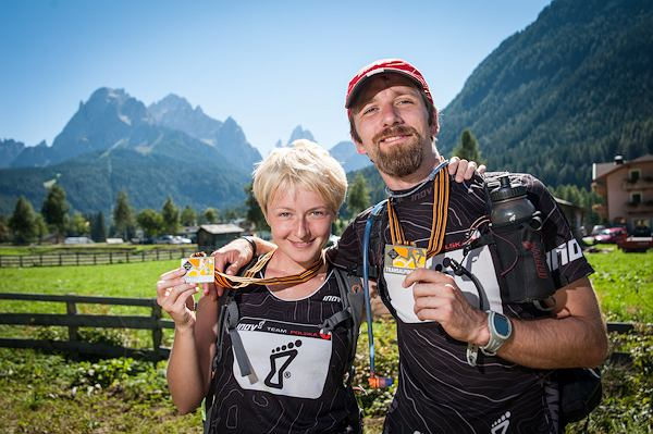 8. Gore-tex Transalpine Run, Magda Ostrowska-Dołęgowska i Krzysiek Dołęgowski byli jedynymi Polakami na tej ekstremalnej imprezie biegowej. Na zdjęciu z zasłużonymi medalami.