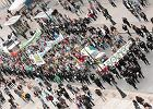 Marsz Wolnych Konopi idzie przez Warszawę
