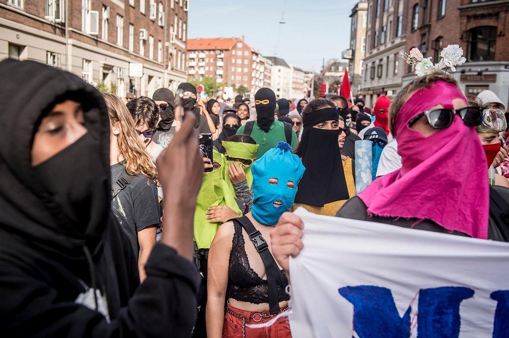 Demonstracje w sprawie zakazu noszenia burek w Danii.