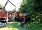 Tragiczny wypadek pod Zielon� G�r�. Twingo wjecha�o pod ci�ar�wk�. Nie mo�na wydoby� ofiar