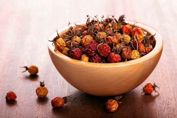 Wino z suszonych owoc�w g�ogu lub dzikiej r�y