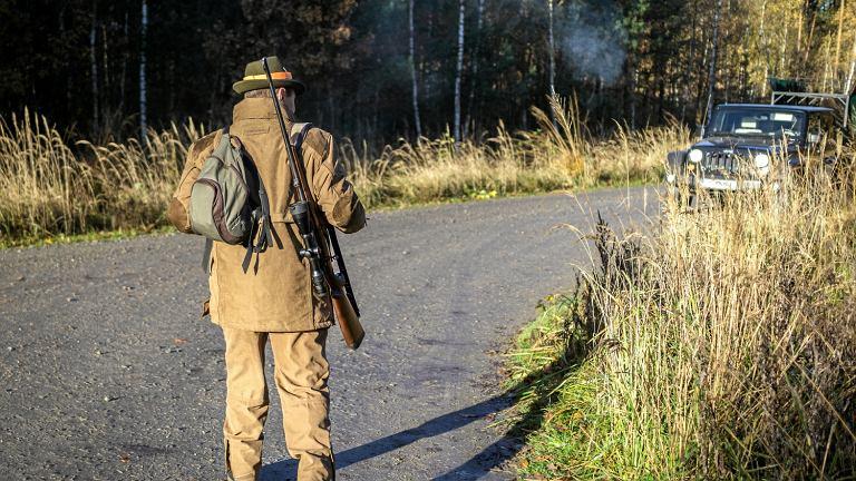 Mysliwy na polowaniu