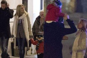 Majdan na spacerze z dzie�mi Rozenek i jej rodzicami. To nie jest przelotny romans