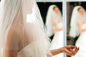 Kupujemy suknię ślubną - 7 praktycznych wskazówek dla panny młodej