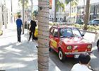 Polak zaparkował Fiata 126 na najbogatszej ulicy świata i się schował. Z ukrycia patrzył, jak reagują na niego ludzie
