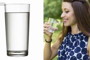 Woda, zielona herbata i...? To powinnaś pić, jeśli chcesz mieć zdrową i gładką skórę