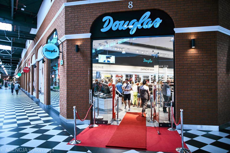 3664b44196 Zdjęcie numer 11 w galerii - Ptak Outlet. Otwarcie perfumerii Douglas.  Przed wejściem kolejka