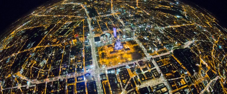 Warszawa noc� z lotu ptaka. Wiedzieli�my, �e jest pi�kna, ale nie a� tak! Ca�kiem nowe oblicze miasta