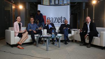 Debatę na żywo  komentowali w naszej redakcji (od lewej): Agata Szczęśniak, Leszek Jażdżewski, Marek Borowski, Ludwik Dorn i wicenaczelny 'Gazety Wyborczej' Piotr Stasiński. Materiały wideo na Wyborcza.p