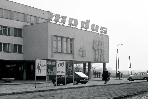 Zdjęcie numer 1 w galerii - Architecture porn Nahorskiego. Unikatowa kolekcja zdjęć z PRL
