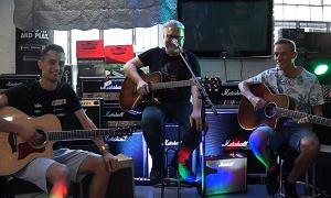 Okazuje się, że polscy skoczkowie uczą się grać na gitarze. Posłuchajcie, jak wyszło im wykonanie hitu wokalisty grupy Ira!