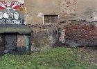 Wandalizm, barbarzyństwo, ''polska dzicz'', a może lokalny koloryt? Niezwykły projekt utrwalający kibicowskie hasła i graffiti