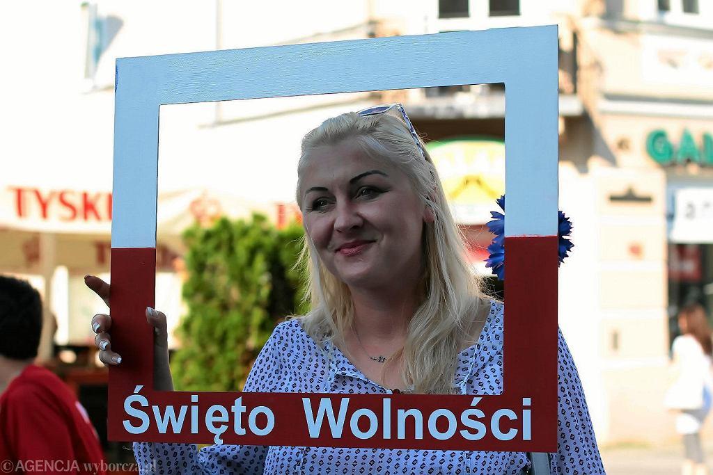 Kielce, 4 czerwca 2018 roku, ulica Sienkiewicza. Akcja KOD 'Toast za wolność'