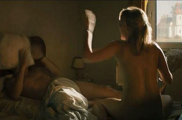 GORĄCY PIĄTEK. Joanna Kulig w filmie ''Kler'' obnażyła się całkiem. To mocne sceny!