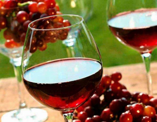 Czerwone wino z czerwonych winogron