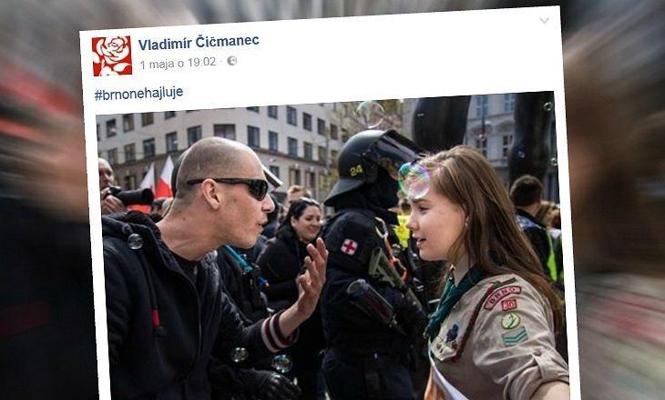 Skautka Lucie i uczestnik neonazistowskiego marszu w Brnie