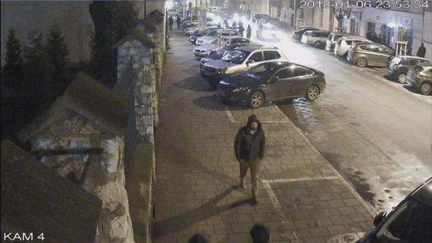 Zaginiony Piotr Kijanka. Kadr z kamery monitoringu