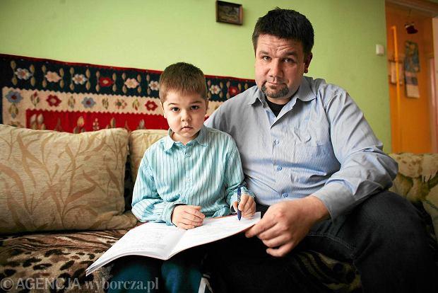 Rodziny chorych i pacjentów skrzyknąłdo walki Piotr Piotrowski, tatadziesięcioletniego Michała