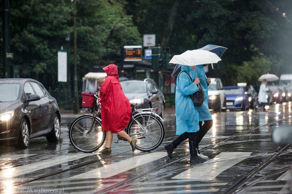 Pogoda w niedzielę. Będzie chłodno, pojawią się opady.