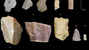 Kamienne narzędzia wykonane techniką kultury lewaluaskiej odnalezione na stanowisku archeologicznym Attirampakkam w Indiach