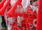 Gadżety kibiców sprzedawane na marszu PiS